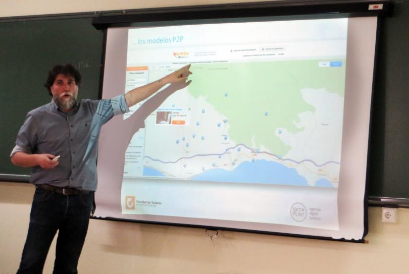 Conferencia de Javier Ortiz en la Facultad de Turismo